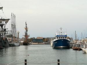 El Paraiso junto a un Galeón en el puerto de El Grao