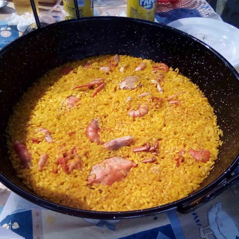 Paella con un excelente arroz a banda