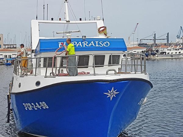 """Vista frontal del barco """"El Paraiso"""""""