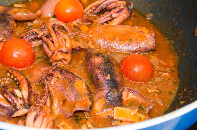 Guiso de canana con tomate
